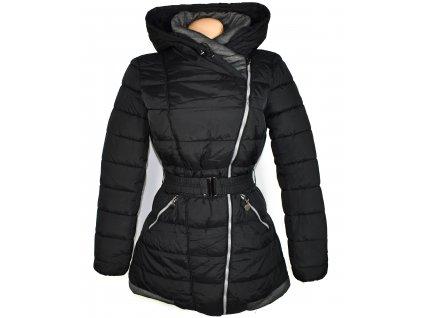 Dámský černý prošívaný kabát - křivák s páskem a kapucí M