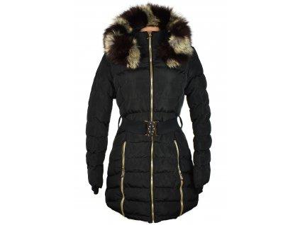 Dámský černý prošívaný zimní kabát s páskem a kapucí L/40