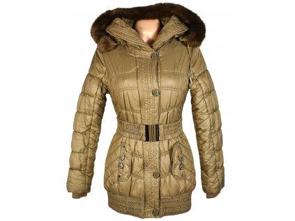 Dámský zlatý zimní prošívaný kabát s páskem a kapucí S