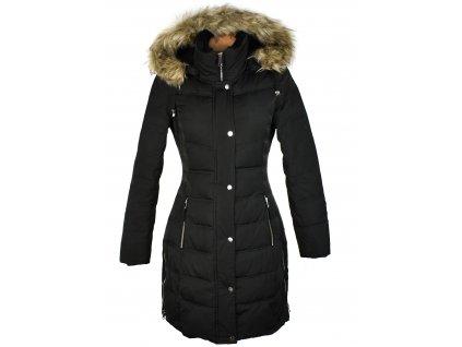 Péřový dámský černý prošívaný zimní kabát s kapucí ORSAY 38