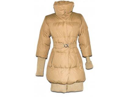 Péřový dámský šusťákový hnědý kabát s páskem AMISU 36