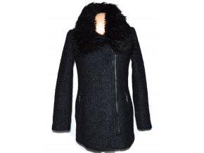 Vlněný dámský šedočerný kabát - křivák s kožíškem Reserved
