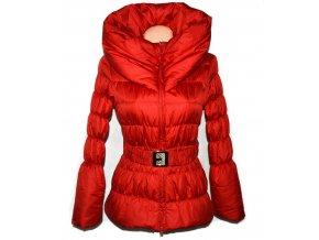 Dámský červený šusťákový kabát s páskem a límcem S