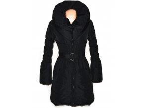 Dámský černý šusťákový kabát s páskem a límcem Orsay 34