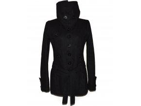 Vlněný dámský černý kabát s páskem STRADIVARIUS