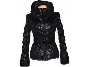 Dámský černý šusťákový kabátek s páskem, límcem Orsay S