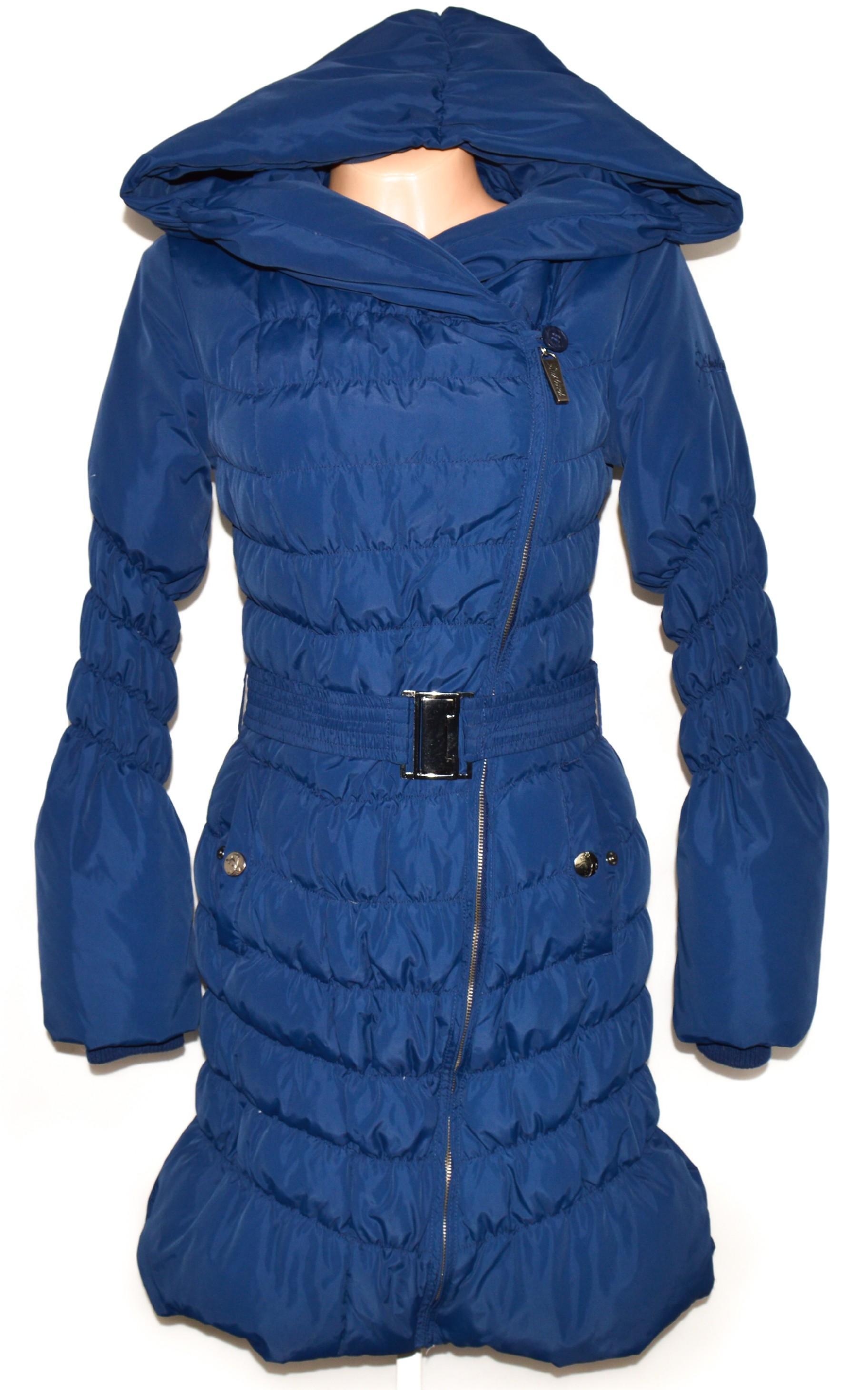 Péřový dámský modrý dlouhý šusťákový modrý kabát s páskem a kapucí SUBLEVEL S
