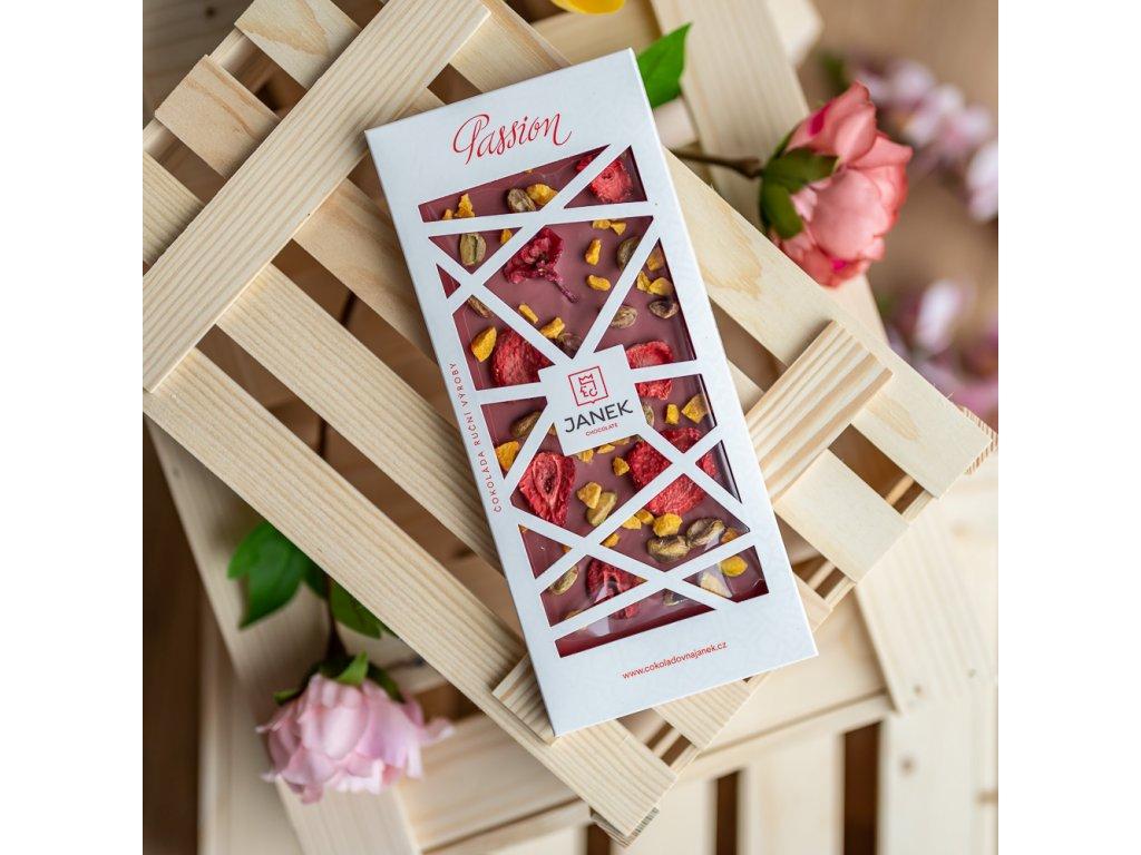 tabulka bile cokolady passion s ruzi malinou tresni ostruzinou cokoladovna janek