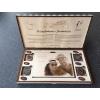 Dřevěná kazeta s čokoládou - svatební motiv, Čokoládovna Troubelice