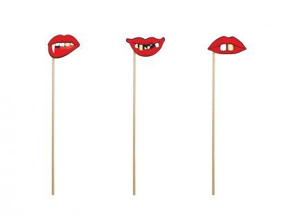 Rekvizity na fotenie usta