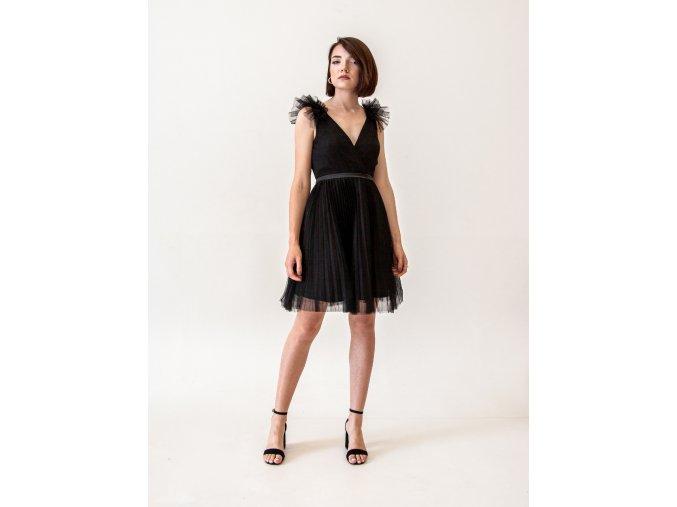 Černé tylové šaty do tanečních s plisé