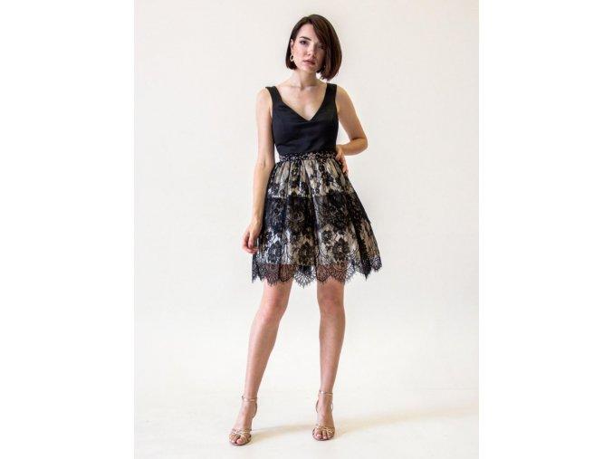Černé šaty s krajkou do tanečních