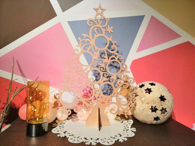 Vyřezávaný vánoční strom