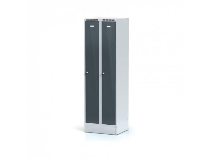 Kovová šatní skříňka na soklu, tmavě šedé dveře, cylindrický zámek