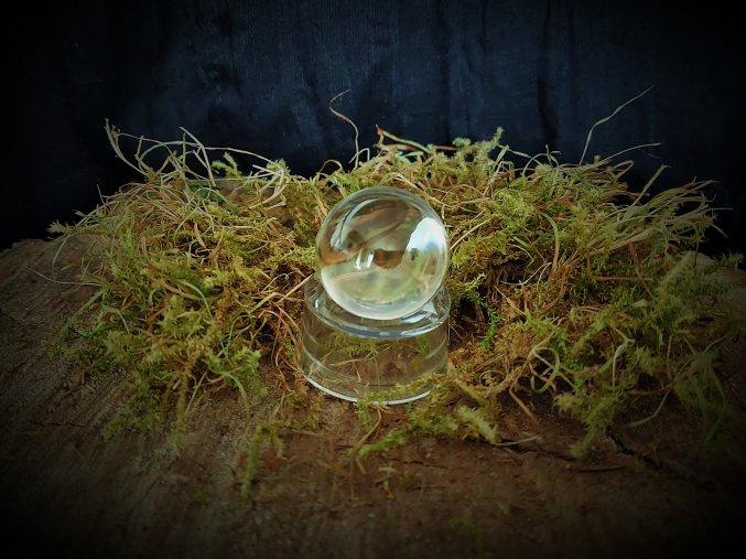 Koule s podstavcem - čistý křišťál