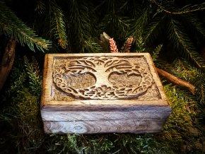Dřevěná krabička s pentagramem
