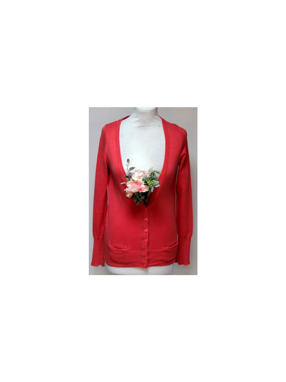 růžový svetr na zapínání