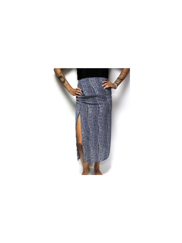 dlouhá modrá sukně s proužky