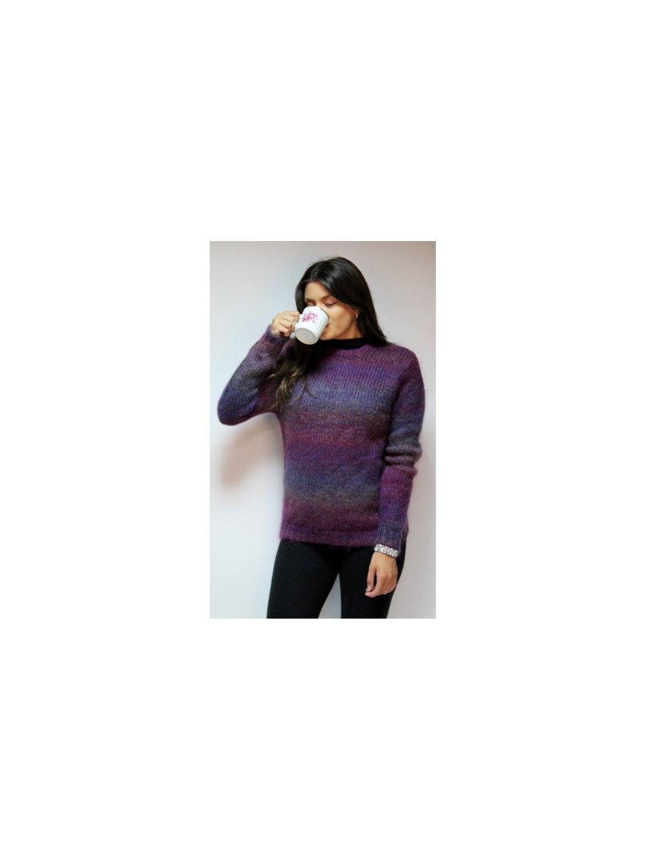 fialový svetr