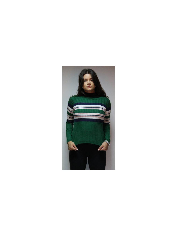 zelený svetr s pruhy