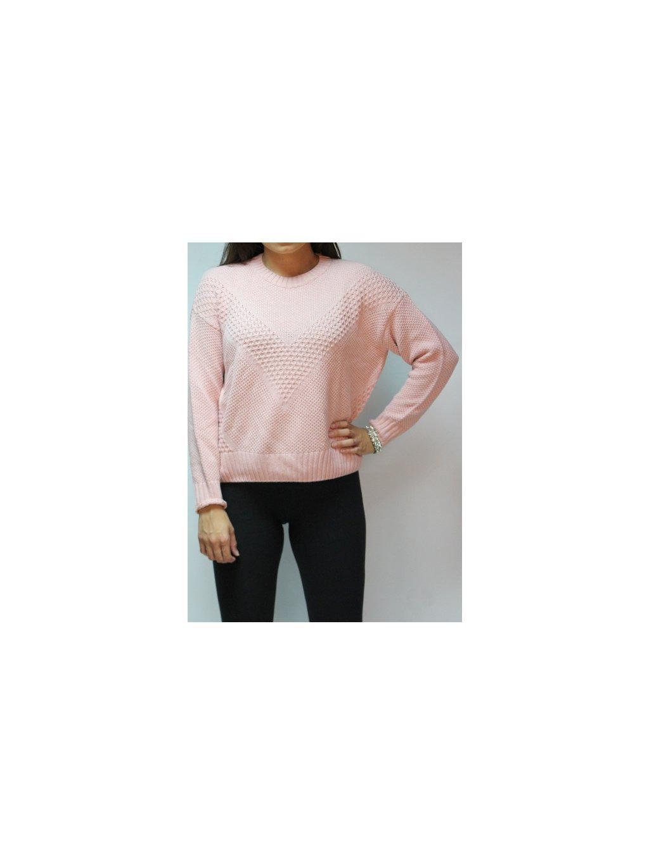světle růžový svetr