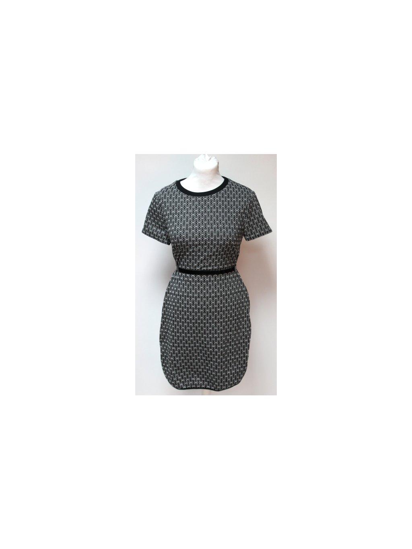 rovné šaty se vzorem