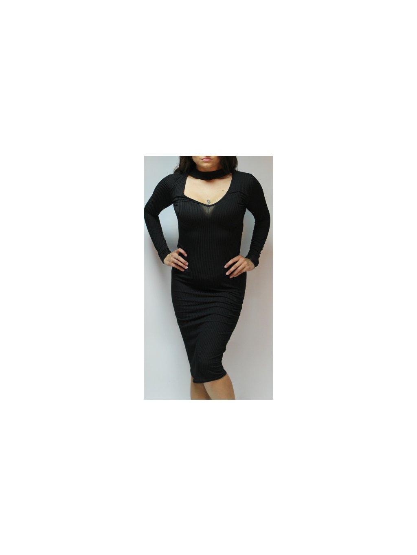 černé šaty s implikovaným chokerem