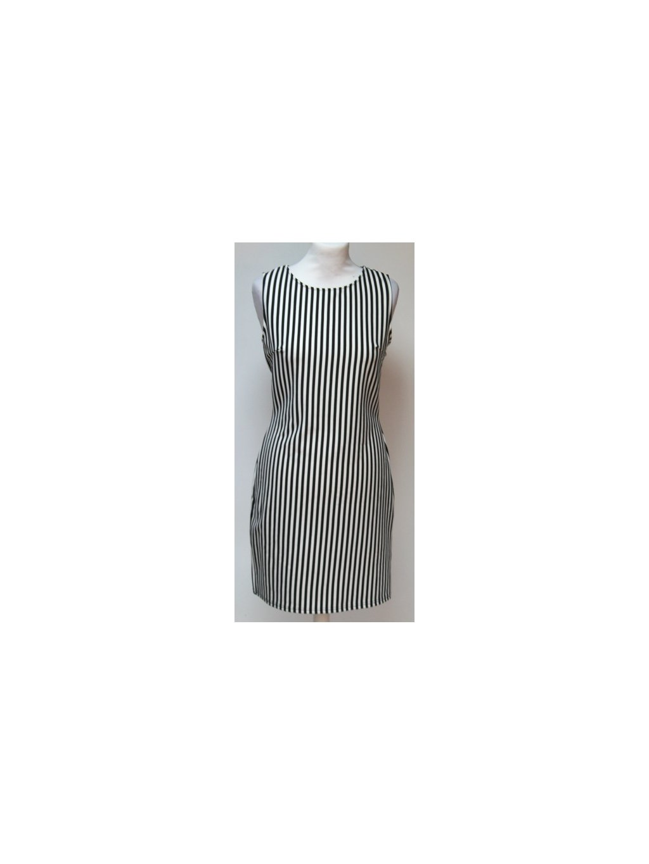 elegantní pruhované šaty
