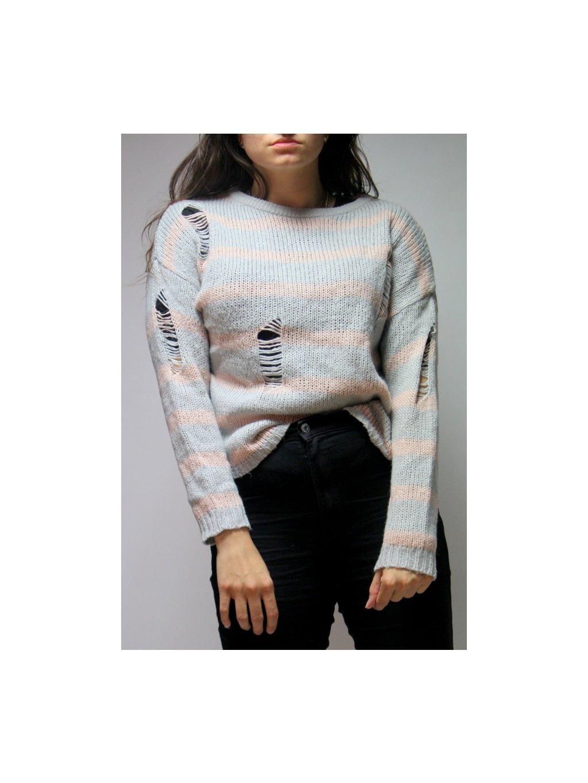 pruhovaný svetr s dírami