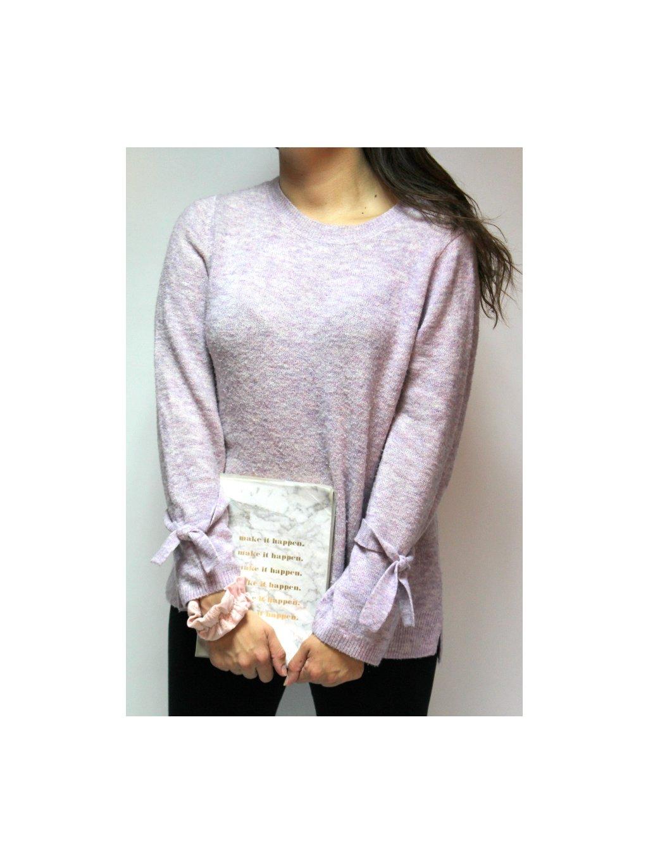 fialový svetr s mašličkami