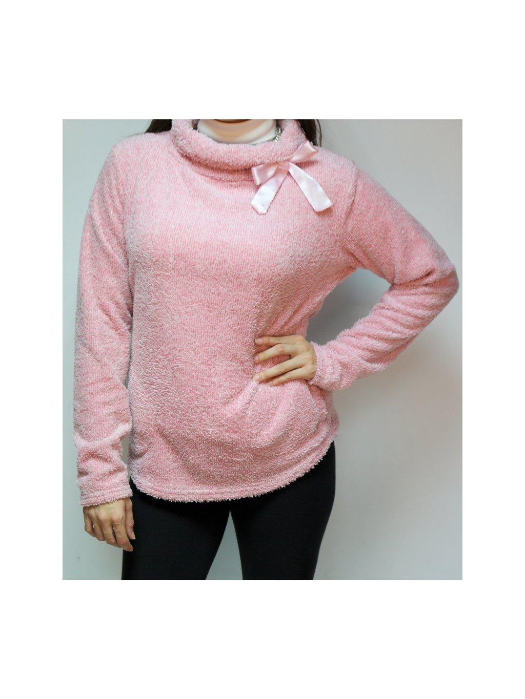 růžový chlupatý svetr se stuhou