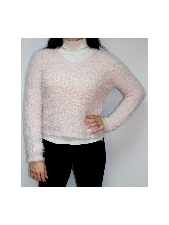 světle růžový huňatý svetr