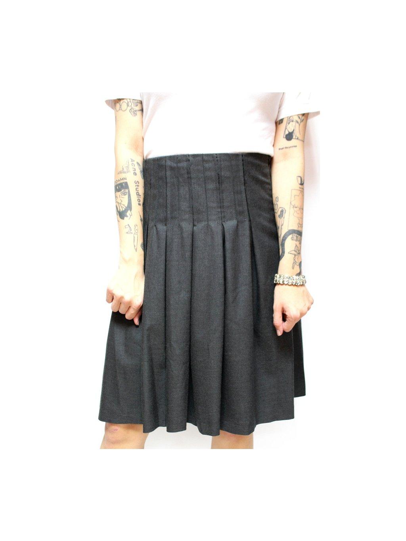 šedá skládaná sukně