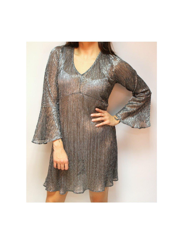 lehce průsvitné šaty ze stříbrné nitě