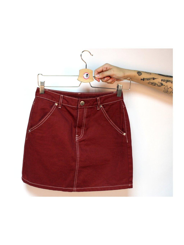 červená džínová sukně s kapsami