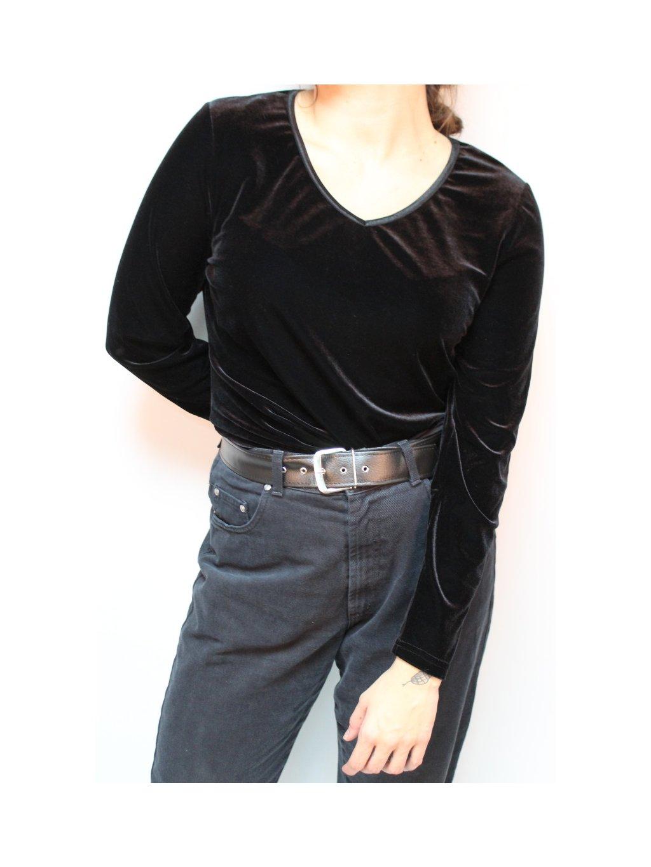 černá sametová tunika