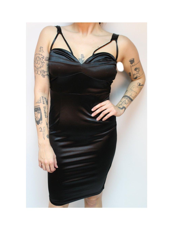 černé lesklé sexy šaty