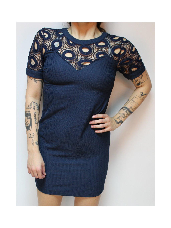 modré šaty s krajkou