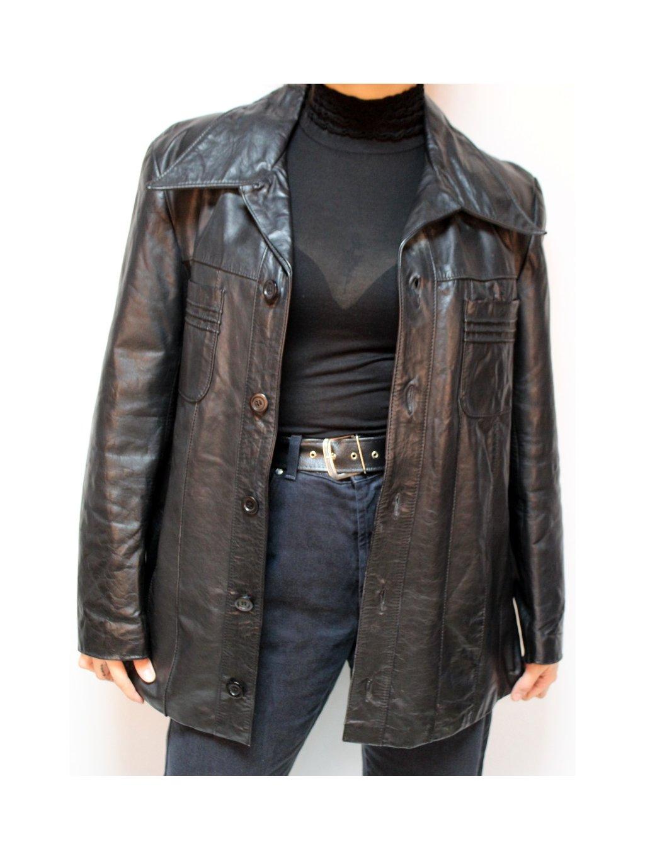 černý koženkový kabát