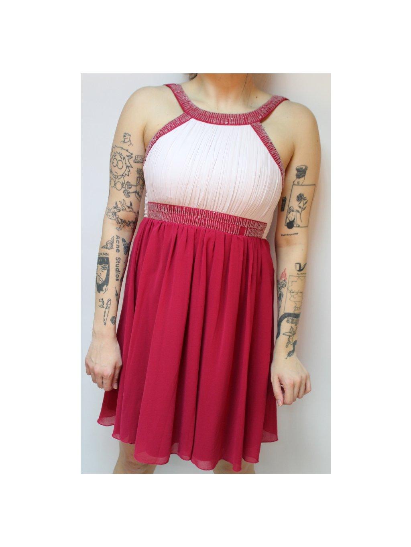 růžovo růžové šaty s korálky
