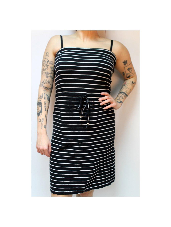 černé šaty s proužky