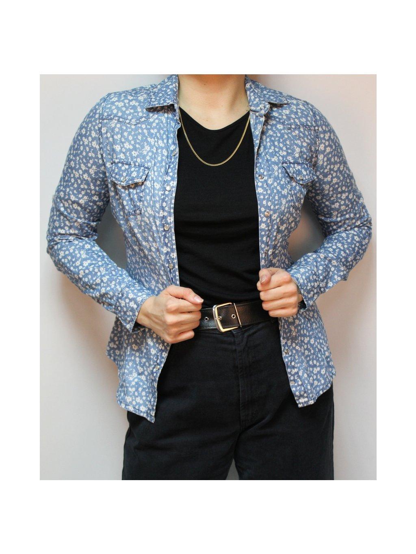 jemná modrá košilka s květy