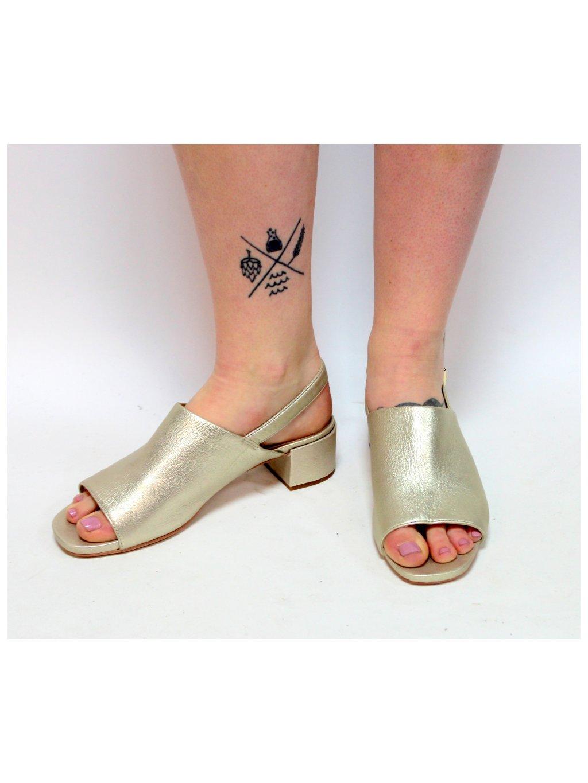 zlatavé pohodlné sandálky