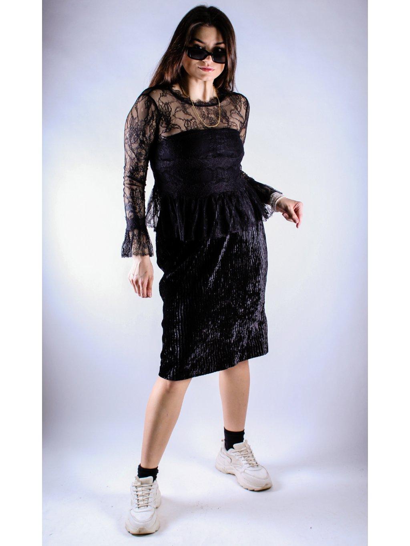 černý krajkovaný top s dlouhým rukávem a volány