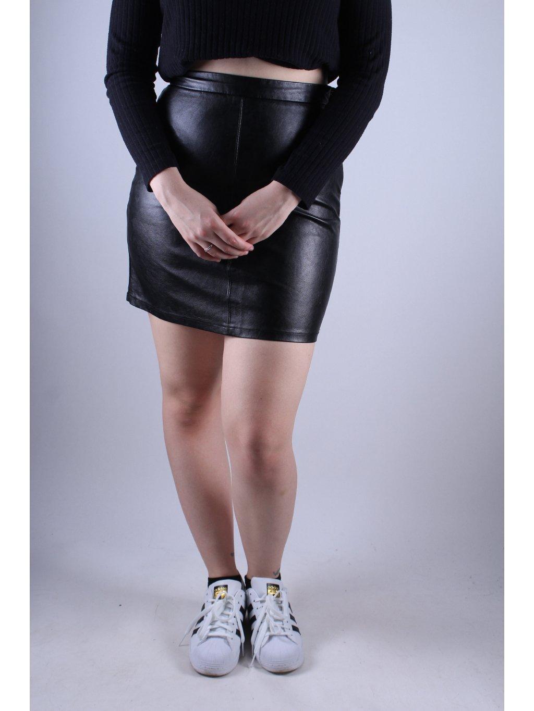 černá koženková sukně