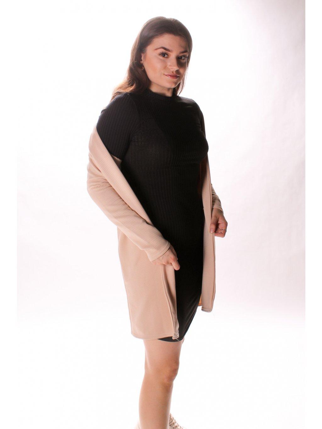 černé žebrované šaty