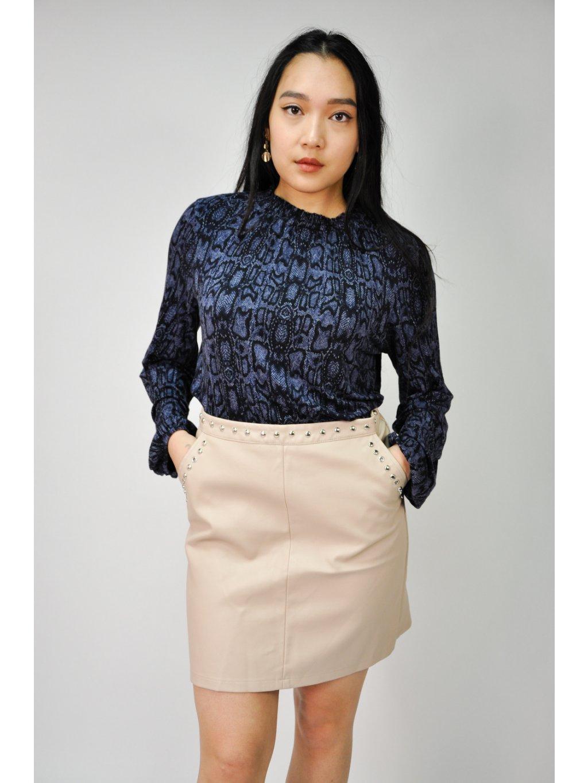 pudrově růžová koženková sukně s cvočky