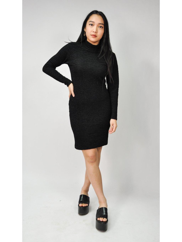 černé šaty na tělo