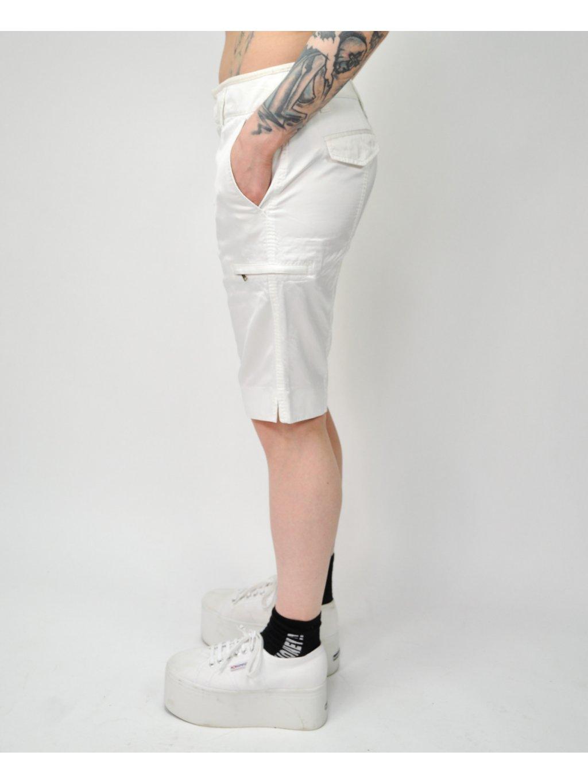 krémové šortky