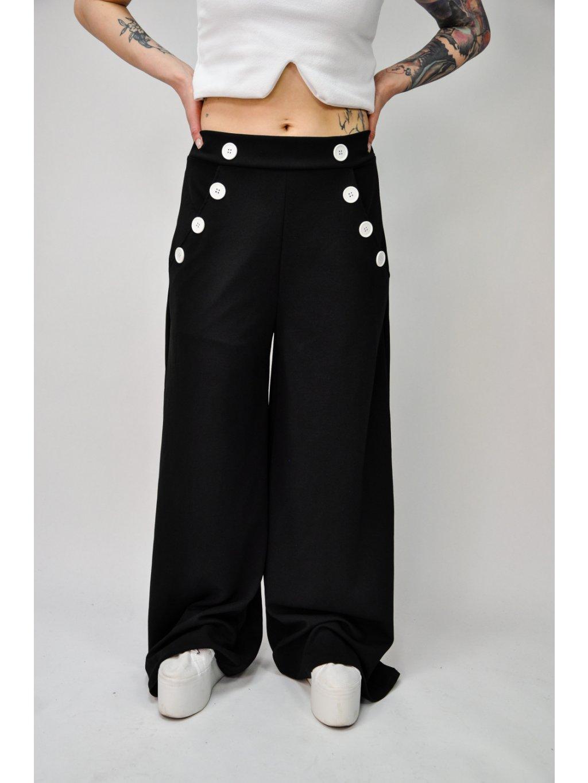 černé plandavé kalhoty s knoflíky